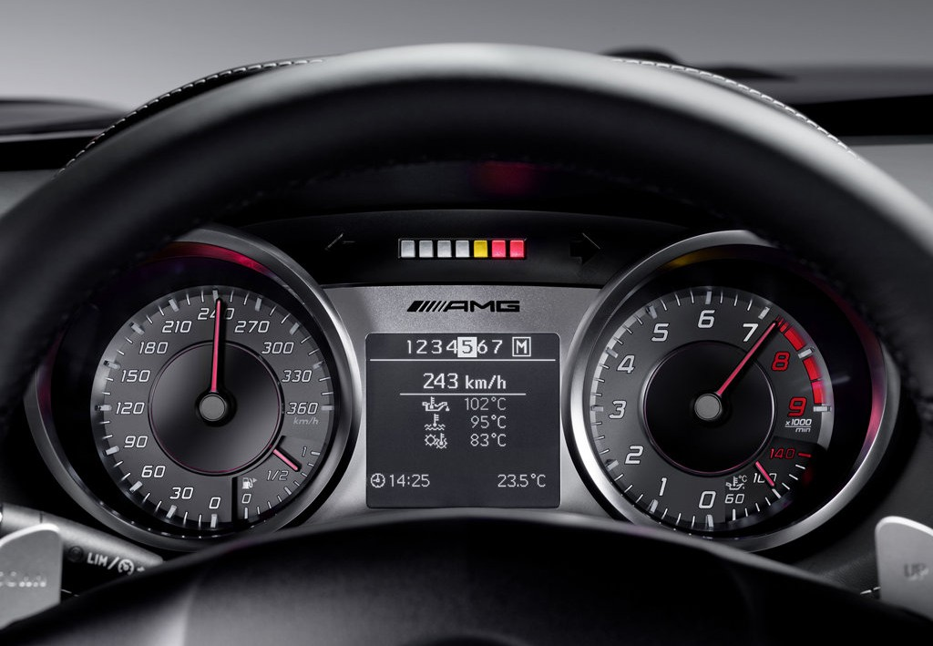 mercedes-benz-sls-amg-interior-dashboard